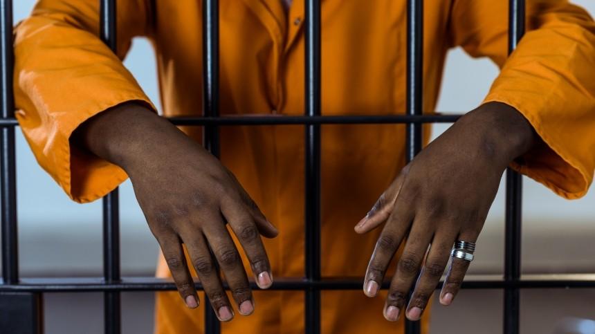 Известный гангстер сбежал изтюрьмы наГаити, убив ееначальника иохрану