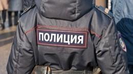 Полицейские помогли вытащить автомобиль изснежного заноса вТюменской области