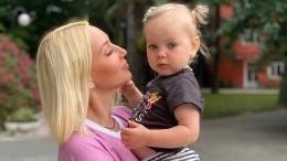 Двухлетняя дочь Леры Кудрявцевой «рассекретила» профессии родителей