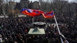 Факельное шествие прошло встолице Армении— видео