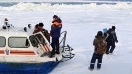 Очередных рыбаков-любителей спасли сотколовшейся льдины наСахалине