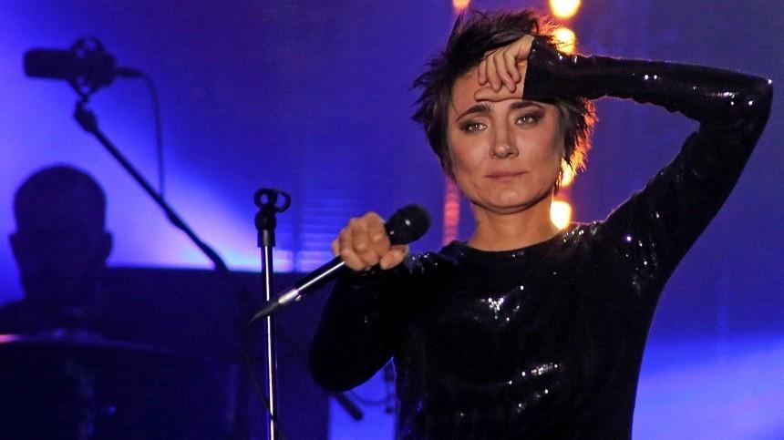 Земфиру заподозрили вплагиате обложки еепервого завосемь лет альбома