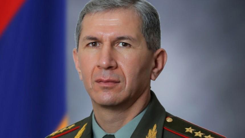 Президент Армении вновь отказался увольнять главу Генштаба ВС