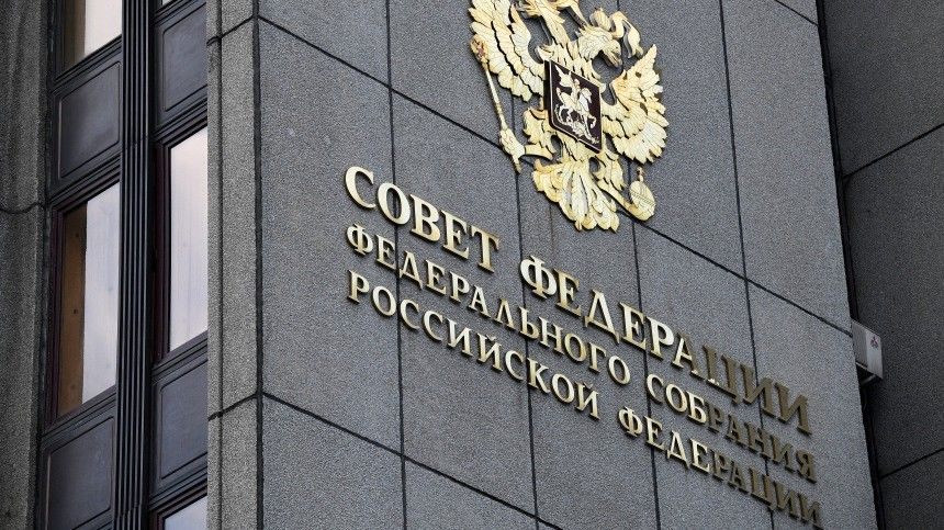 Сенатор назвал беззаконием новые санкции вотношении РФиз-за Навального