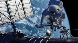 Российский космонавт засверлил первую трещину наМКС