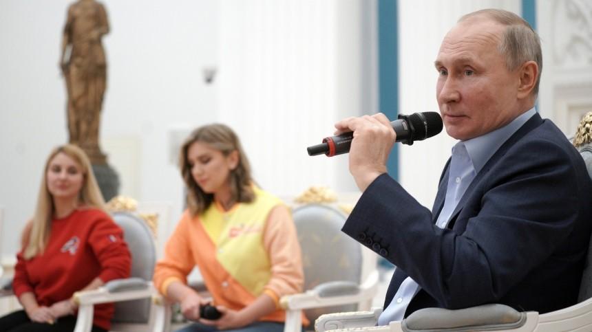 «Мывместе»: Путин пообщался сволонтерами «армии добра»— видео