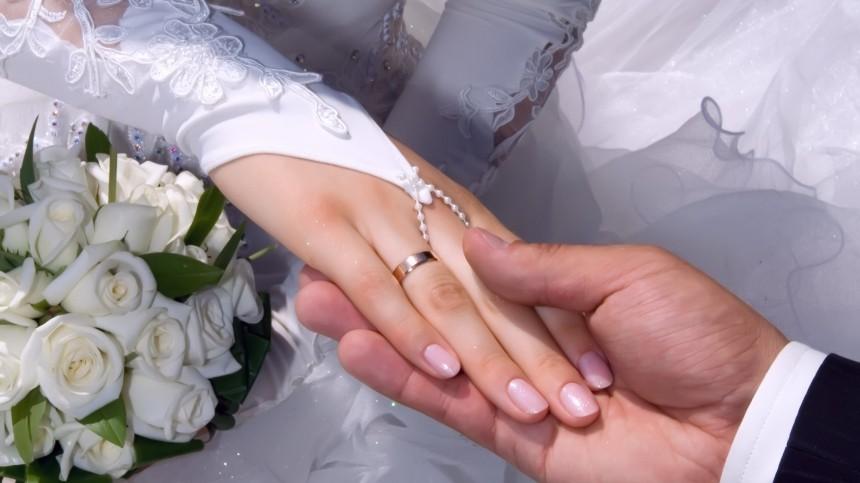 Исторические пригороды Петербурга могут включить впрограмму свадебного туризма