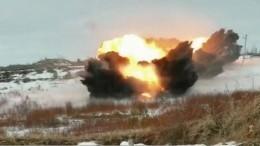 Саперы установкой «Бастион» проложили путь для танков через минное поле