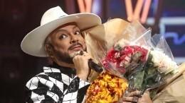 Киркоров бросился вобъятия фанаток после концерта вПетербурге— видео