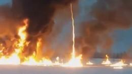 Пожар возник наОби под Нижневартовском, предположительно, из-за ЧПнанефтепроводе