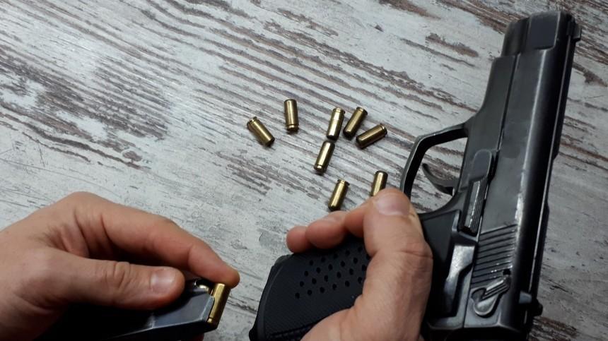 Вканун 8марта москвич выстрелил изтравматического пистолета вухо подруге