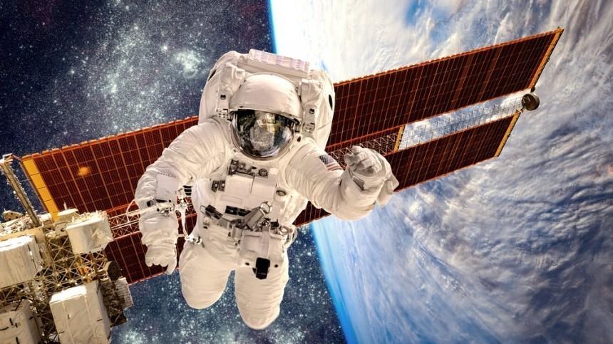 Российские космонавты сборта МКС поздравили женщин с8Марта