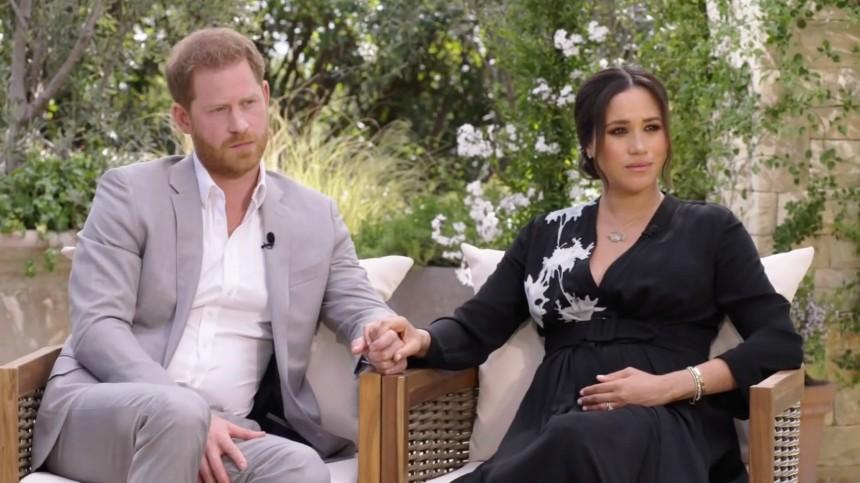 Названа причина отказа Елизаветы II отпросмотра интервью принца Гарри иМеган Маркл