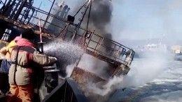 Несколько дней уберегов Владивостока спасают терпящий бедствие корабль