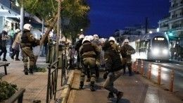 Полиция вГреции применила слезоточивый газ иводометы для разгона протестующих