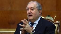 Президент Армении оспорил вКонституционном суде отставку главы Генштаба