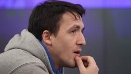 Насыщенная жизнь: брат Смольянинова рассказал, как отбывает срок вколонии