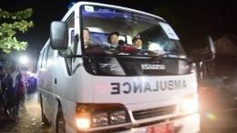 26 человек погибли после падения школьного автобуса собрыва вИндонезии