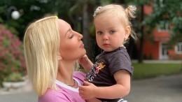 «Сто раз тебе говорила!»— дочь Леры Кудрявцевой отругала мать загрязную тарелку
