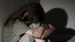 Видео: бабушка сматерью жестоко избили девочку ивыбросили еевещи наулицу