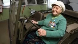 «Железная бабушка» Мария Колтакова освоила танк в99 лет