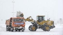 Лопату неубирать: заваленная снегом Камчатка готовится ковторой волне циклона