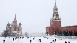Видео: москвич пробежался голым поКрасной площади, начитавшись Достоевского