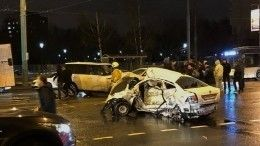 Такси всмятку: водитель Range Rover устроил жуткое ДТП вцентре Петербурга