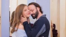 «Спрашивали, где муж?»— Арзамасова поставила хейтеров наместо новым фото сАвербухом