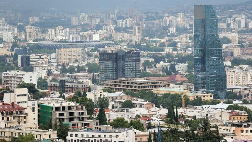 Офис партии Саакашвили обстреляли вТбилиси