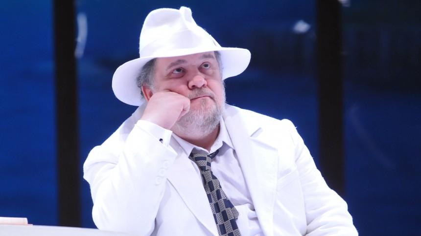 «Нехотел брать насебя эту обузу»: актер Шарков пожалел, что нестал отцом