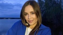 «Она вернулась?!»— Михалкова вшелковом халате засветилась в«Уральских пельменях»
