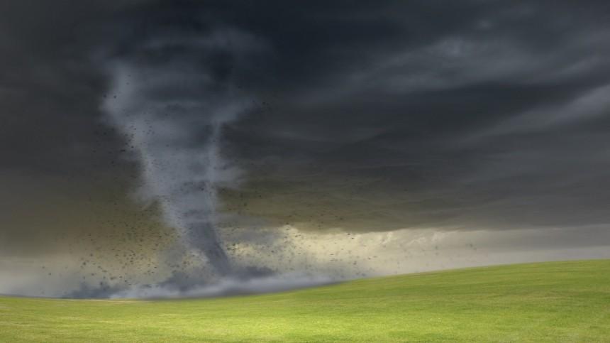 Видео: серия торнадо обрушилась наСША