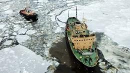 Ледокол «Буран» вышел вНеву для спасения Петербурга отнаводнения