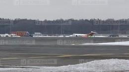 Видео аварийной посадки самолета сосломанным шасси вмосковском «Внуково»