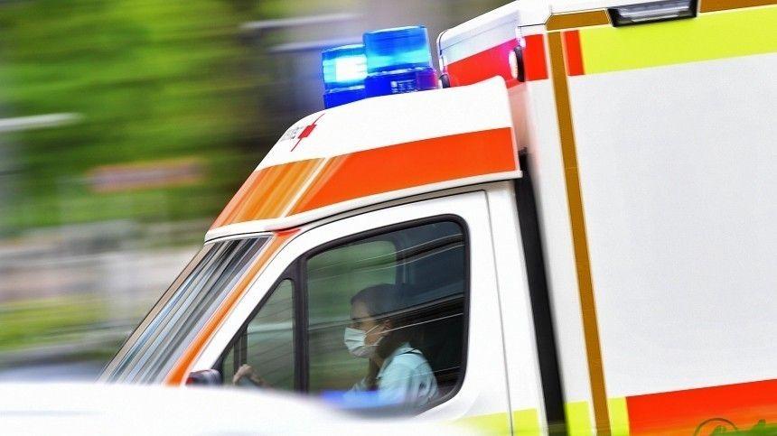Момент падения автобуса с70 пассажирами впропасть вШри-Ланке попал навидео