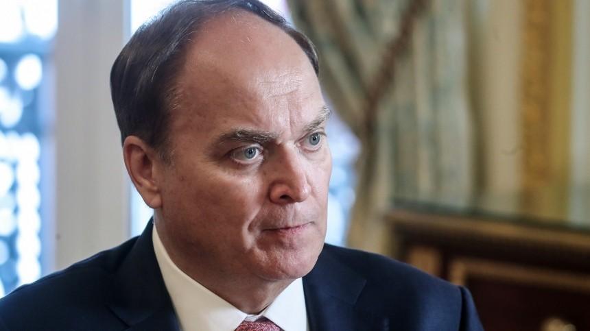 Посол РФвСША отказался ответить навопросы журналистов перед вылетом вМоскву
