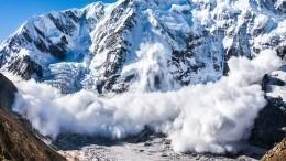 Видео последствий схода мощной лавины вДагестане, заблокировавшей девять сел