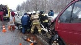 Три человека погибли при столкновении микроавтобуса ФСИН илегковушки