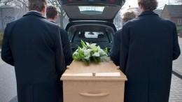 «Смерть становится шуткой»: психолог отом, чем чреваты поступки ложащихся вгроб людей