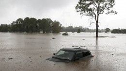 Видео: наАвстралию обрушилось сильнейшее за100 лет наводнение