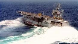 Авианосец ВМФ США показал экстремальный дрифт воткрытом море— фото