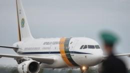 Частный самолет вБразилии приземлился «набрюхо»— видео