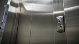 Искали 200 человек: Школьник изПодмосковья просидел всю ночь взастрявшем лифте