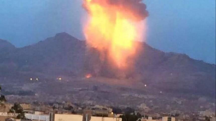 Видео: повстанцы ударили ракетой понефтехранилищу вСаудовской Аравии