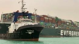 Каждый час мировая торговля теряет 400млн долларов из-за пробки вСуэцком канале