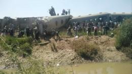 Момент столкновения поездов вЕгипте, где погибли 32 человека, попал навидео