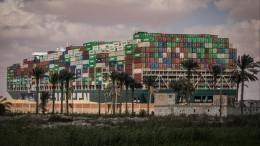 Стало известно, когда перекрывший Суэцкий канал контейнеровоз снимут смели