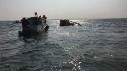 Потерпевший крушение вертолет Ка-32 поднимают изКуршского залива— видео