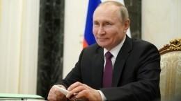 Путин признался, что положил градусник натумбочку после вакцинации